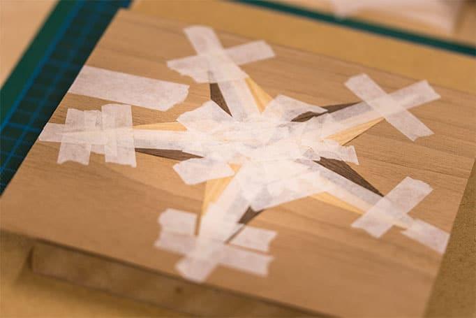 Arbeitsprozess Intarsienhandwerk: Zusammenfügen zum Gesamtbild