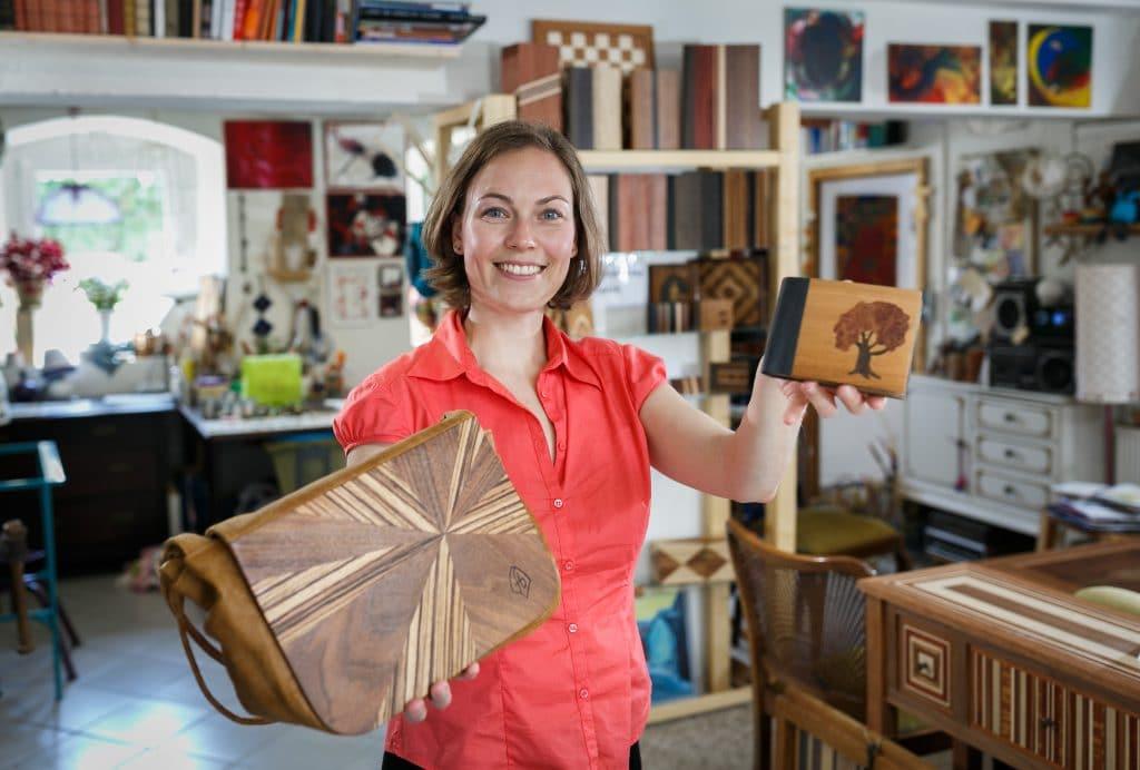 Fanny Bracke in ihrer Werkstatt