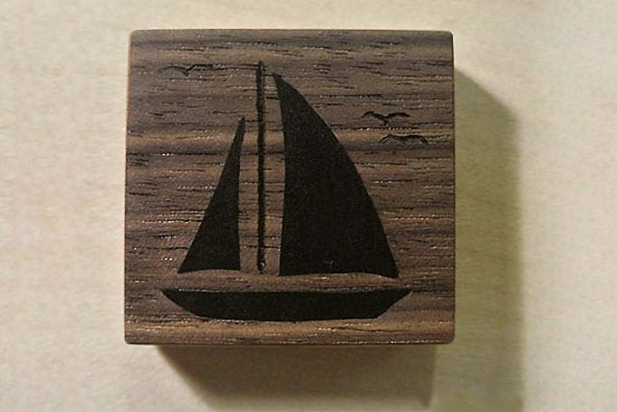 quadratischer Magnet mit einer Schiffs-Intarsie