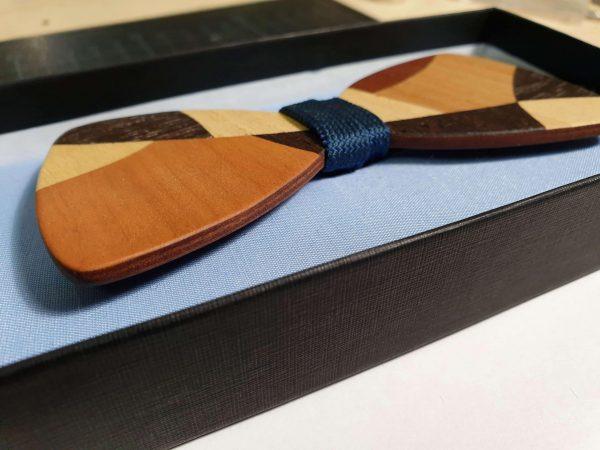 Seitenansicht Holzfliege mit Intarsien - Modell Intarsie Mosaik