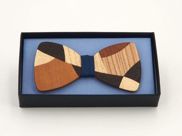 Vorderansicht in Box - Präsentation Holzfliege mit Intarsien