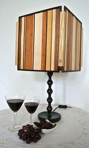 Holzlampe, mit Intarsien verziert