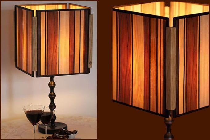 Lampe aus Holz, durch die das Licht warm scheint