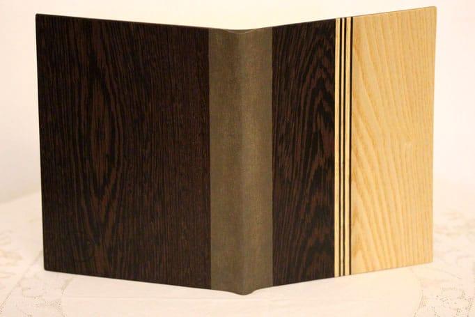Tasche für Notenblätter aus Holz mit Streifenmuster