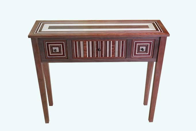 Sideboard aus rotem Holz mit Intarsien